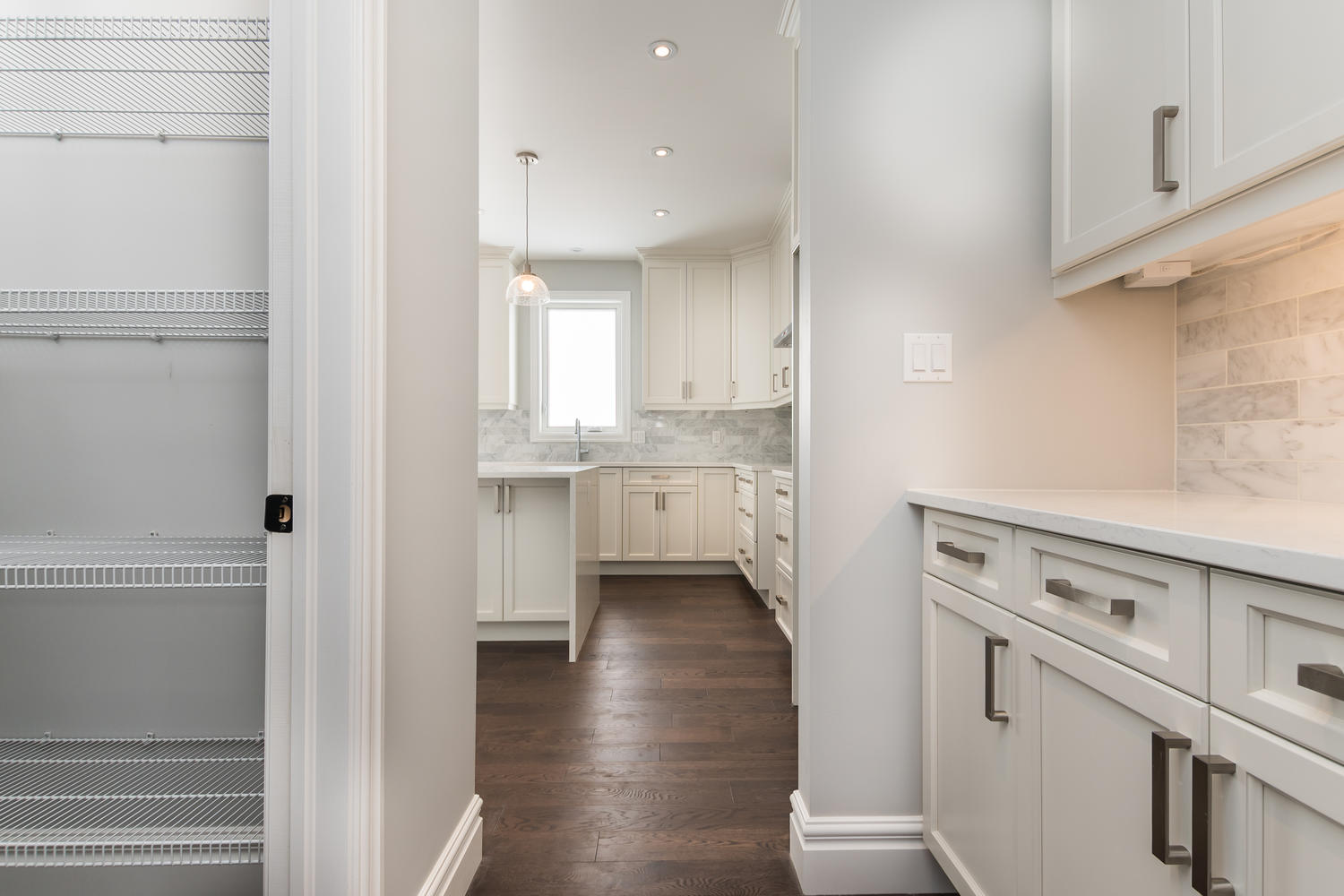 2190 Red Thorne Avenue London Pantry